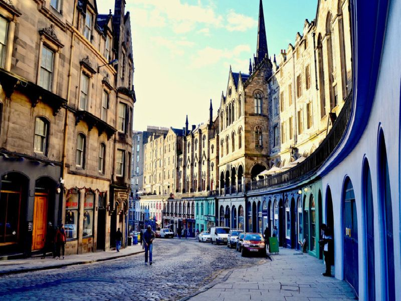 Was one of these beloved Edinburgh pubs your local? (Photo: Shutterstock)