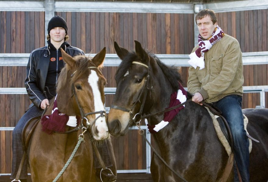 Saulius Mikoliunas and Arkadiusz Klimek promoting Hearts' Race Day in 2006. Picture: SNS