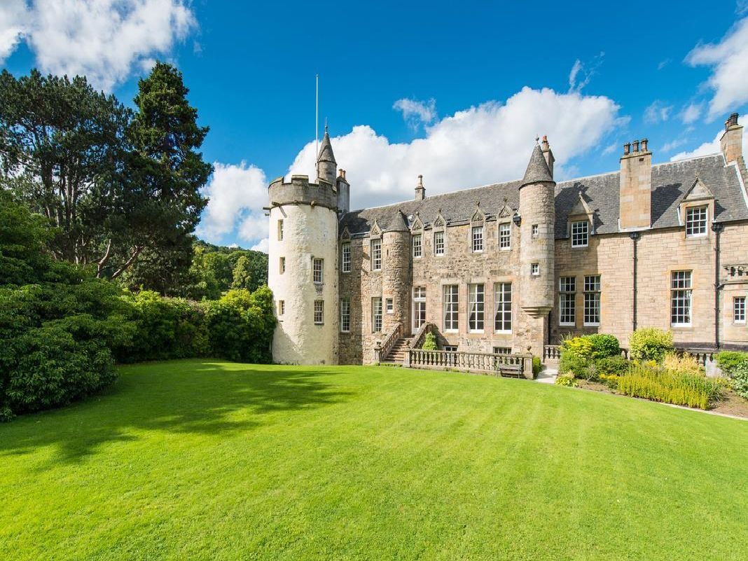 This 16th century castle is located close to Edinburgh city centre