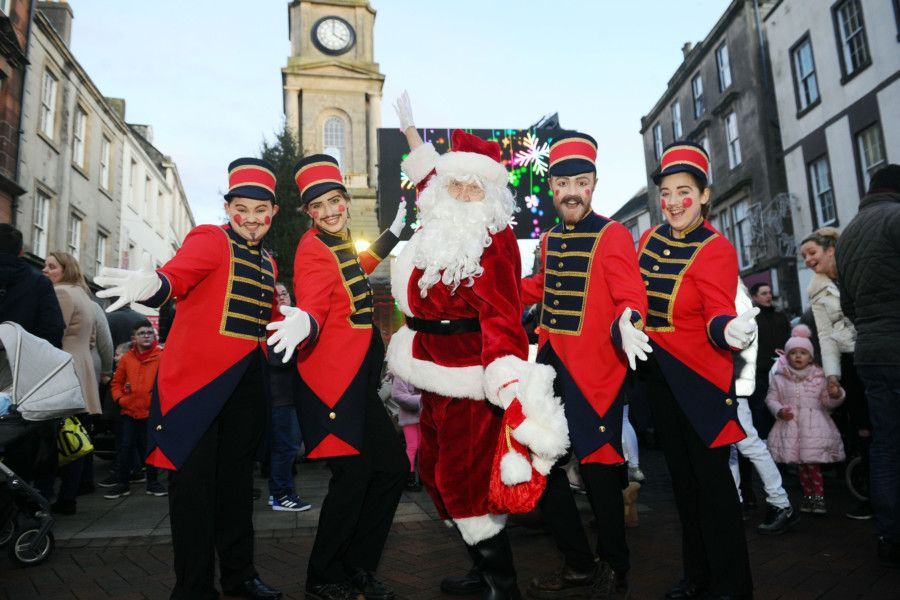 Falkirk Christmas lights switch on, Falkirk High Street, Sunday, November 17. Picture by Michael Gillen.