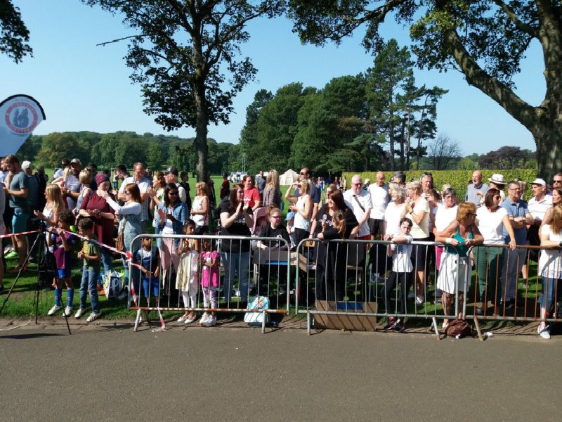 The crowds at Beveridge Park, Kirkcaldy waiting on the runners finishing the half marathon.