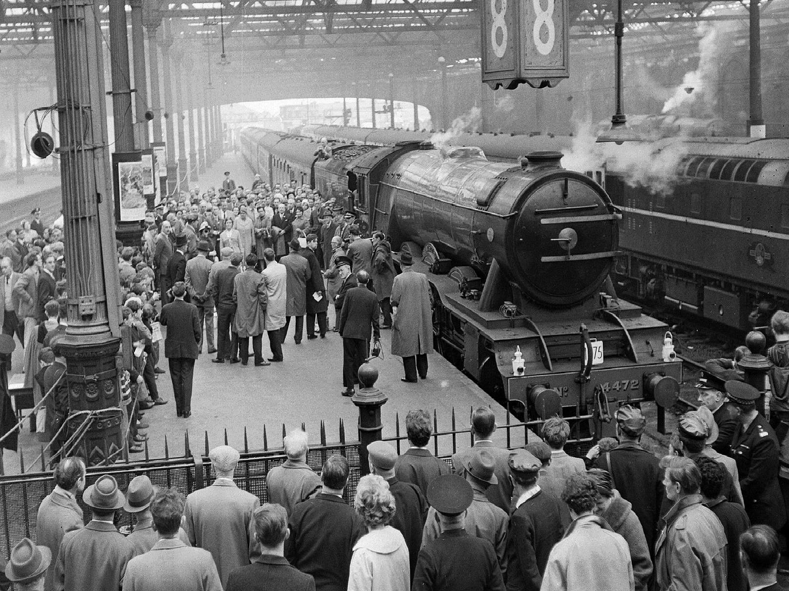 Crowds gather to watch the Flying Scotsman leave Waverley Station in 1964 (Photo: TSPL)