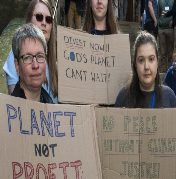 'Silent protest' by young members against Kirk's fossil fuel move