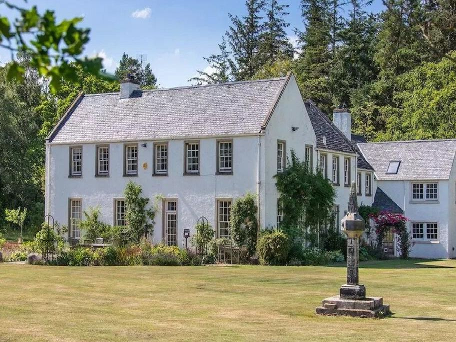 Take a look inside a £1.3m East Lothian home with landscaped gardens, tennis court and beautiful views