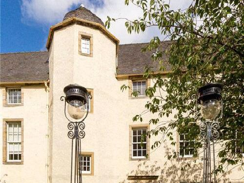 This two-bed flat is for sale in one of Edinburgh's most historic mansion houses - take a look inside