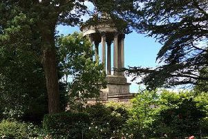 Burns' monument.