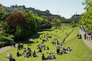 Experts at the Met Office are expecting temperatures to rise in Edinburgh