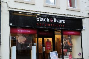 Falkirk optician to quit town