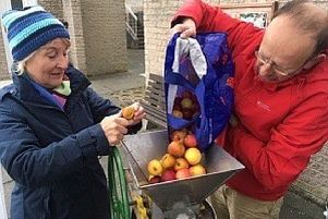 Members of Kinghorn Community Land Association (KCLA) are launching a programme of apple pressing events.   Volunteers from the KCLA committee will be on the High Street in Kinghorn (next to the dentist across from the memorial) this Saturday (November 2) from 10am until 1pm.