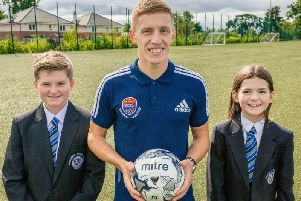Greg with Douglas Academy S1 pupils Reiss Weir and Marnie Sayer