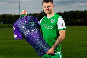 Rangers winger Glenn Middleton has completed a season long loan deal with Hibs