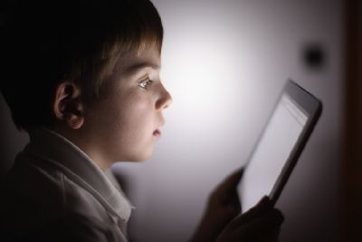 Turn off children's gadgets an hour before bedtime, parents