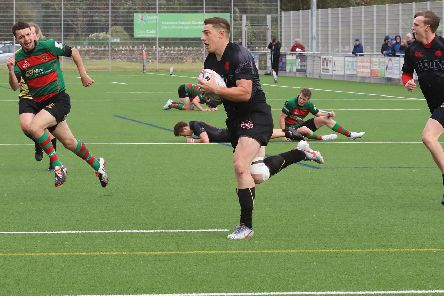 Mark Bertram scores Biggars only try against Highland (Pic by Nigel Pacey)