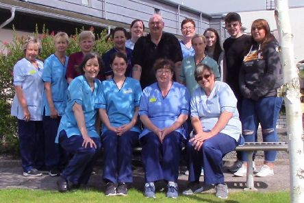 Rab McIlraith with family members and the team at Girvan Community Hospita