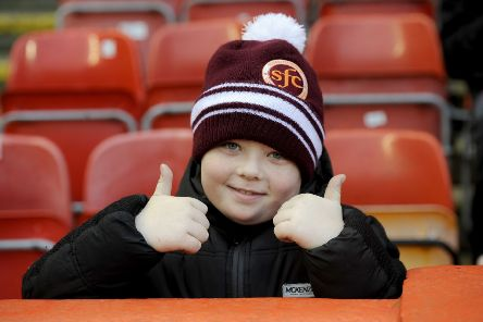 Stenhousemuir drew 1-1 at Pittodrie to set up tomorrow night's replay at Ochilview.