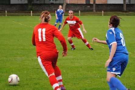 Pauline (centre) in action for Raith Rovers