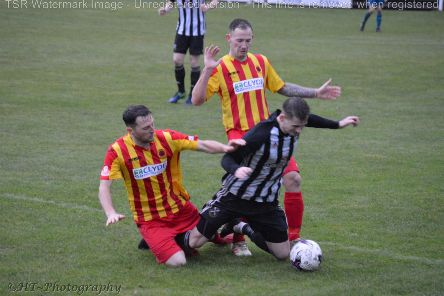 Action from Saturday's clash at Newlandsfield (pic courtesy of HT Photography/@dibsy_)