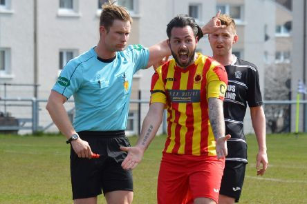 Rossvale skipper Jamie Hunter can't believe the decision not to award his side at goal at Rutherglen Glencairn v Rossvale (pic by HT Photography/@dibsy_)