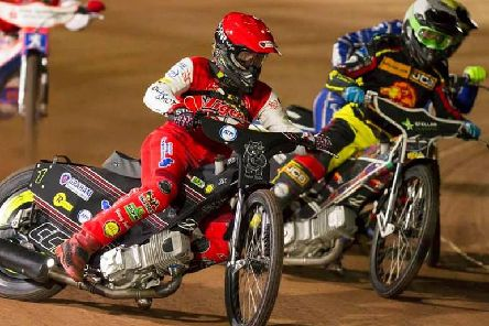 Action from the play-off final second leg between Glasgow Tigers and Leicester Lions (pic: Taylor Lanning)
