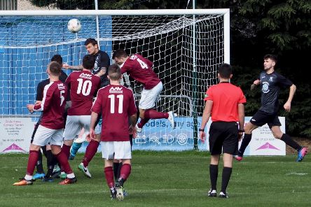 Linlithgow put pressure on the St Andrews defence (pic by Blair Smith)