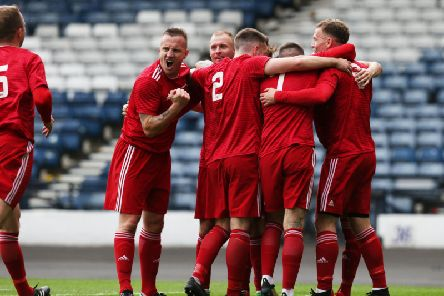 Colville Park players celebrate (Pic by Ian McFadyen)