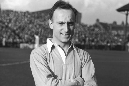 Ivor Broadis in his Manchester City kit in 1951. (Picture: Central Press/Hulton Archive/Getty Images)  (FILE PHOTO)