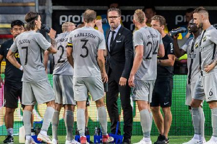 Manager Rikard Norling speaks to his AIK players during a Europe League qualifier.