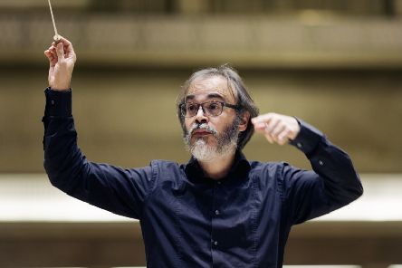 SSO conductor Ilan Volkov struck a balance between precision and recklessness