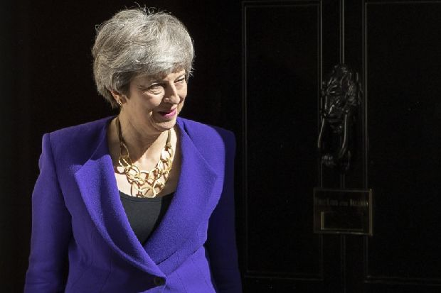 Theresa May to begin talks over 'bold' new Brexit offer in last-ditch deal attempt