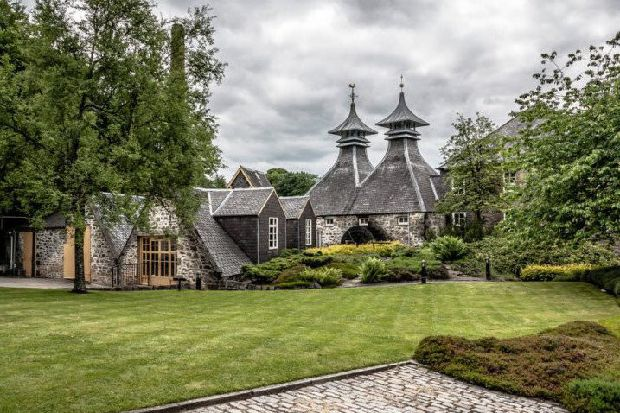 13 of the most beautiful Scottish whisky distilleries