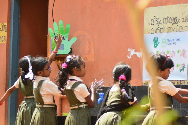 Scottish robot lends a hand at Indian school