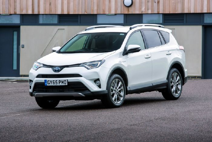 The Toyota Rav4 S Battery Is Charged By Car 150bhp 2 5 Litre Petrol Atkinson Cycle Engine