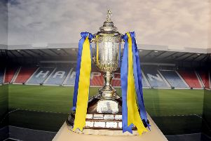 17-11-2017. Picture Michael Gillen. FALKIRK. The Howgate Shopping Centre. Scottish Cup Tour. The Scottish Cup trophy only.