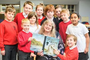 Children's Author Lari Don with Kids from the pupil council at Hermitage Park Primary School. Ian Georgeson Photography