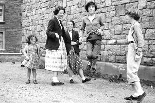 Children at Play - Girls playing skipping ropes - Lapicide Place - Leith