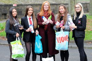 Cara Forrester (centre) receives donations from pupils Emma Struthers, Milly Macgregor, Camryn Smart & Alex Briggs.  Pic: Fife Photo Agency