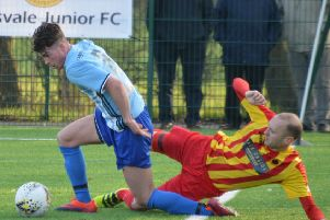 Kirk Forbes of Rossvale challenges an Arthurlie opponent (pic by HT Photography/@dibsy_)