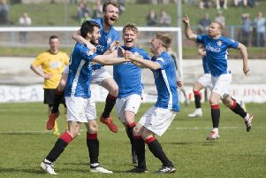 Cowdenbeath's Brad Smith celebrates his goal with his teammates. Picture: SNS/Ross Parker