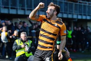 Alloa's Steven Hetherington celebrates his goal. Pic: SNS/Sammy Turner