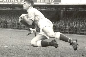 Former Scotland goalkeeper Lawrie Leslie has died at the age of 84