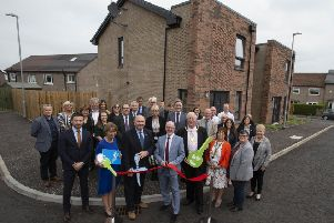 Housing Minister Kevin Stewart opens the new council housing development at Fenwick /Oakshaw Drive in Barrhead, East Renfrewshire . Photo: Mark F Gibson / Gibson Digital
