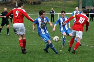 Peebles Rovers, in red, try to close down a Penicuik move (picture by Jim Dick).